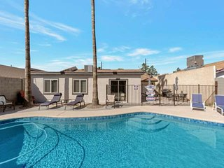 Private Gated Pool & BBQ! Dog Friendly, Close to ASU, 101 Freeway & Old Town Sco