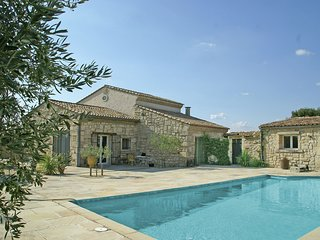 Welcoming Villa with Private Pool in Montfrin