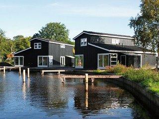 Comfortable villa with combi-microwave, near Terherne