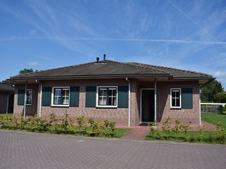 Combined bungalow with decorative fireplace near the Veluwe