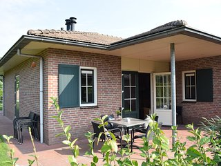 Semi-detached comfortable bungalow near the Veluwe