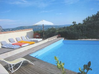 Provincial Cottage in Provence with Swimming Pool