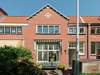 Modern Holiday Home in Bloemendaal with Garden