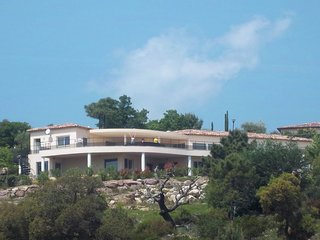 Luxury villa with private pool and beautiful views of the hills and bay of Canne