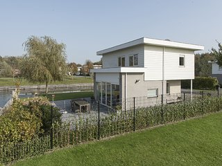 Peaceful Holiday Home with Jetty in Harderwijk