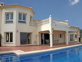 Luxurious Villa with Private Swimming Pool in Costa Blanca