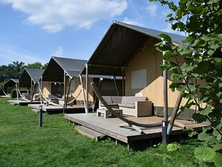 Comfortably furnished tent lodge with stove near the Veluwe