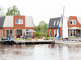 Spacious holiday home with private jetty right on the water