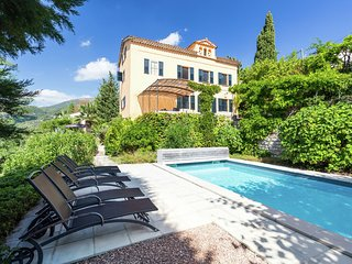 Stylish country house from 1789 on the edge of the perfume town of Grasse