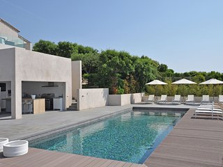 Be seduced by extreme luxury on the Cote d'Azur!