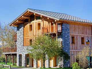 Luxury chalet, near the ski slopes, with fireplace, sauna, Jacuzzi and Internet