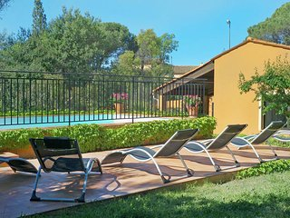 Splendid Holiday Home in Frejus with Swimming Pool