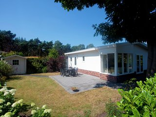 Well-kept chalet with dishwasher, close to Park De Veluwe