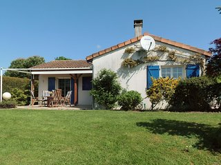 Detached villa with large garden near beautiful golf course