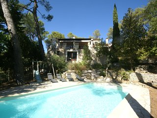 A hidden paradise in the beautiful surroundings of Saint-Remy-de-Provence!