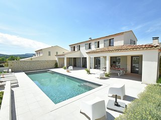 Luxurious Villa in Malaucène with Private Pool