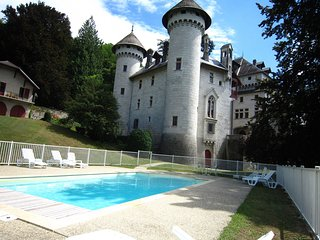 Cozy Castle in Serrières-en-Chautagne with Swimming Pool