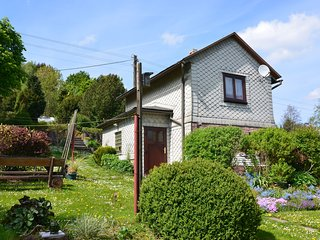 Lovely holiday home in Altenfeld in Thuringia with garden and tiled stove