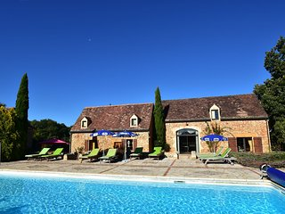 Beautiful Holiday Home with Heated Pool in Cazals France