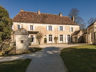 Luxurious Mansion with Swimming Pool in Aquitaine