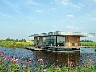 Stunning House Boat in Goengahuizen with Sauna