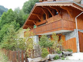 10-pers. holiday home with sauna near center of Champagny
