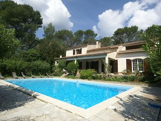 Spacious villa with private pool in the heart of Provence!