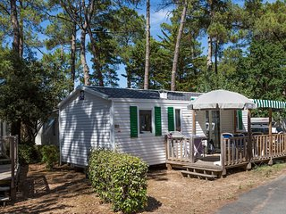 Comfortable mobile home with porch, located near the beach