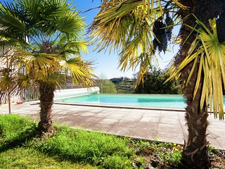Warm Mansion with Swimming Pool in Sigoulès France