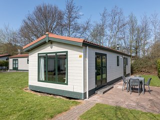 Restyled chalet with dishwasher, 1 km from the sea, on Texel