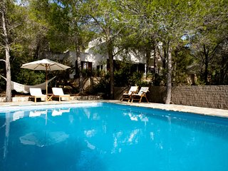 A pleasantly furnished villa in a wooded area. The villa enjoys tranquillity and