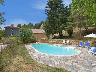 Renovated large family Mas with heated pool and diving board near Minerve