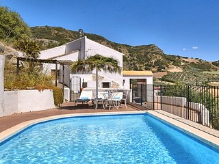 Authentic country home with private swimming pool near the Torcal de Antequera n