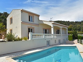 Spacious Villa in Var with Swimming Pool