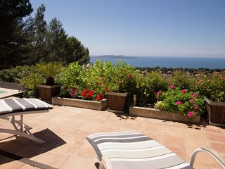 Nice house with beautiful sea views on the peninsula of Hyeres