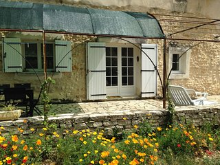 Charming Cottage  in Rasteau with Garden