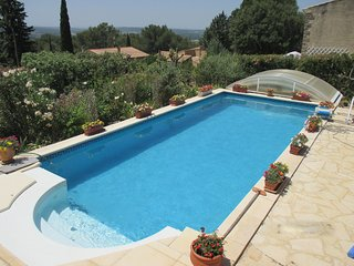 Beautiful villa with clime and indoor pool near Uzes