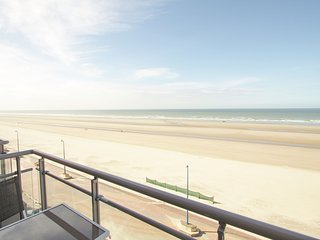 Modern beachside apartment in Bray-Dunes close to De Panne