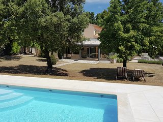 Luxurious villa with heated, private pool and panoramic views of the Luberon
