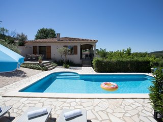 Spacious villa with beautiful view and heated private swimming pool