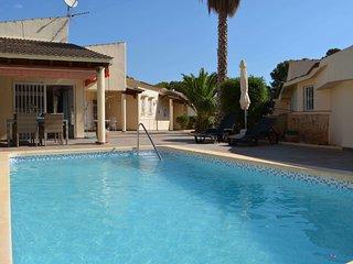 Villa in a quiet private street in La Nucia,10 minutes from the beach of Altea