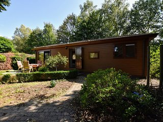 Spacious chalet with enclosed garden at the edge of the forest, near the Veluwe