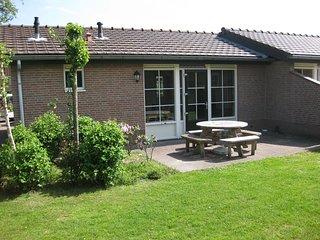 Semi-detached bungalow with dishwasher near the Veluwe