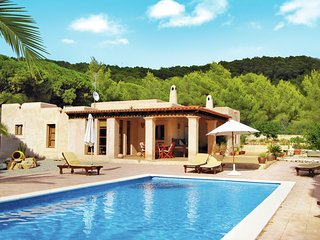 Single storey villa with garden and several fruit trees in Ibiza