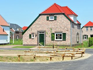 Luxurious child-friendly villa with a sauna in Limburg