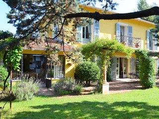 Beautiful villa with private pool and English landscaped garden, 5 km from sea