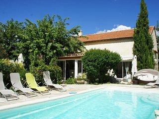 Holiday house with swimming pool near the beautiful city of Aix-en-Provence