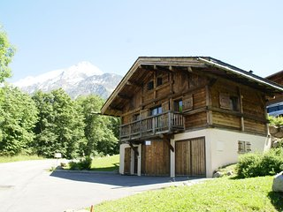 Peaceful Chalet in Les Houches with Garage