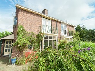 Semi-detached house with garden in quiet location, within walking distance of th