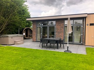 Luxurious chalet with sauna and jacuzzi, 5km from Valkenburg